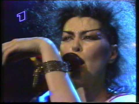 Lisa Dalbello - Gonna Get Close to You - live