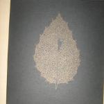 Das Album von außen: Blatt mit Vogel.