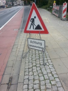 Vorsicht, normal markierte Straße!